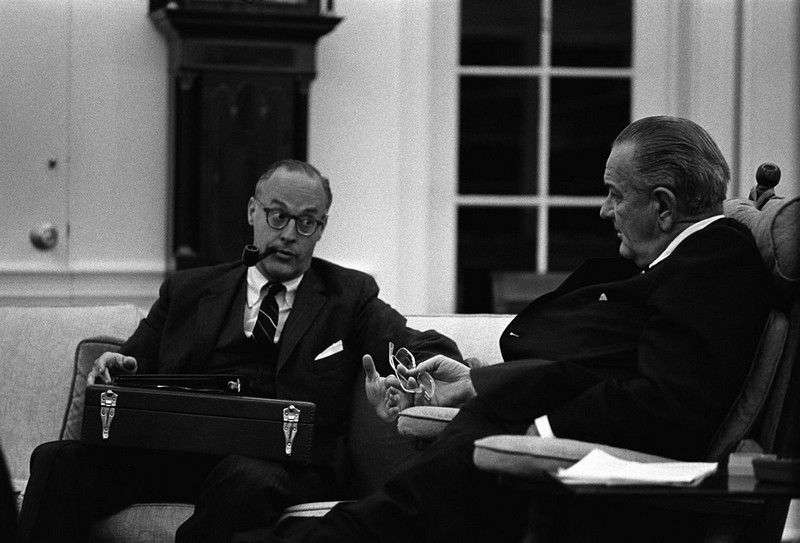 Lyndon_Johnson_and_Robert_Komer