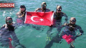 Dalgıçlar Temizlik Öncesi Türk Bayrağı Açtı